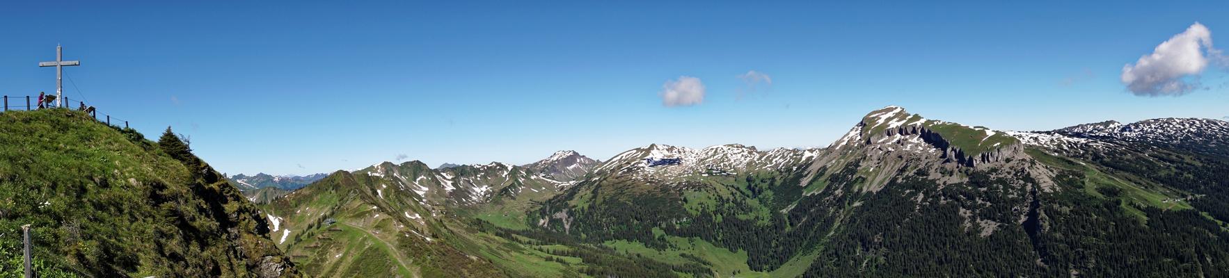 Panorama mit Walmendinger Horn und Ifen