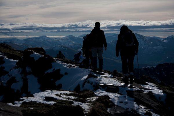 Panorama sur les Pyrénées enneigées