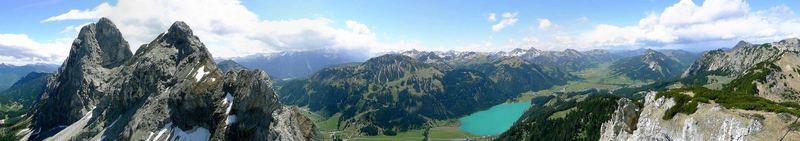 Panorama vom Schartschrofen mit Blick auf Gimpel, Rote Flüh und Haldensee