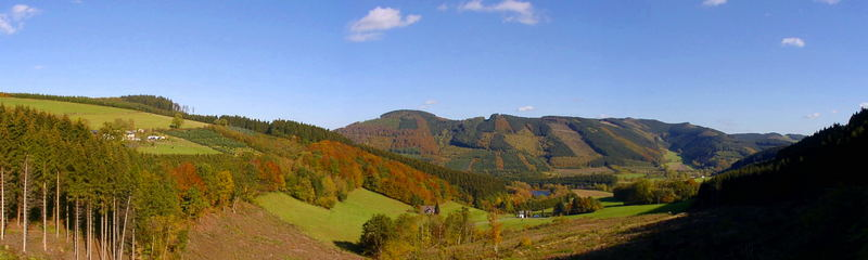 Panoramablick auf die Bergwelt bei Wenholthausen