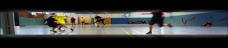 Panoramafoto eines Hallenfußballspiels