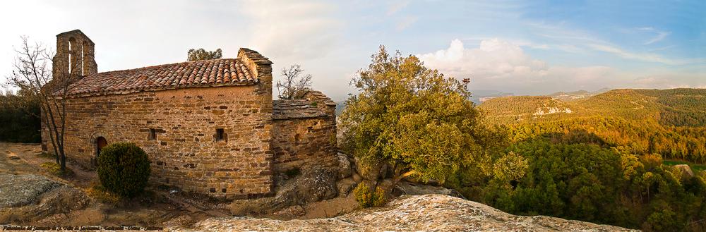 Panorámica del Santuario de St. Feliu de Savassona-Tavèrnoles-Osona-Catalunya