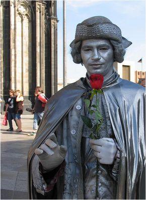 Pantomime am Dom zu Köln