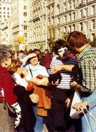 Pantomime in New York 1977 vor Met Museum of Art