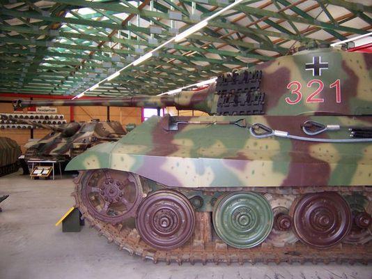 Panzerkampfwagen VI B (Königstiger) mit Henschel-Turm
