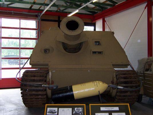 Panzermörser (Sturmtiger) mit 38 cm Granate!