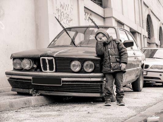Papa il y a du travail sur cette BMW