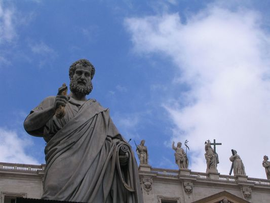 Papa Pio davanti a San Pietro