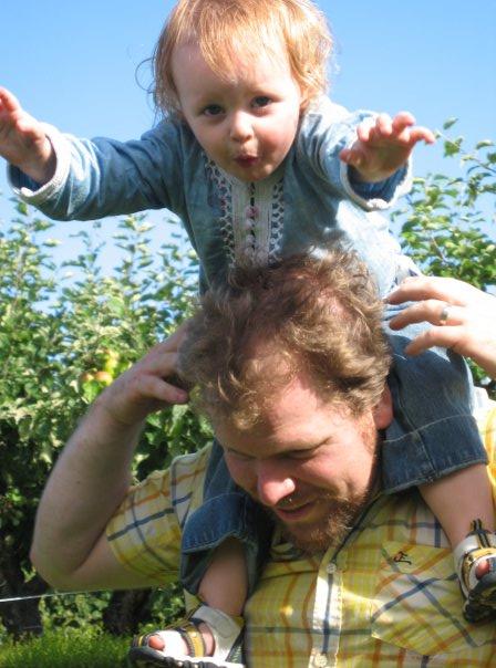 Papa und Doris spielen