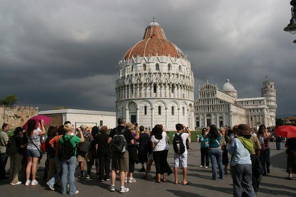 Paparazzi auf dem Piazza dei Miracoli