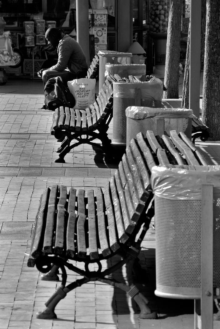 Papereres i bancs en blanc i negre