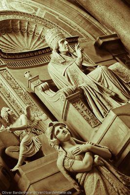 Papststatue im Petersdom