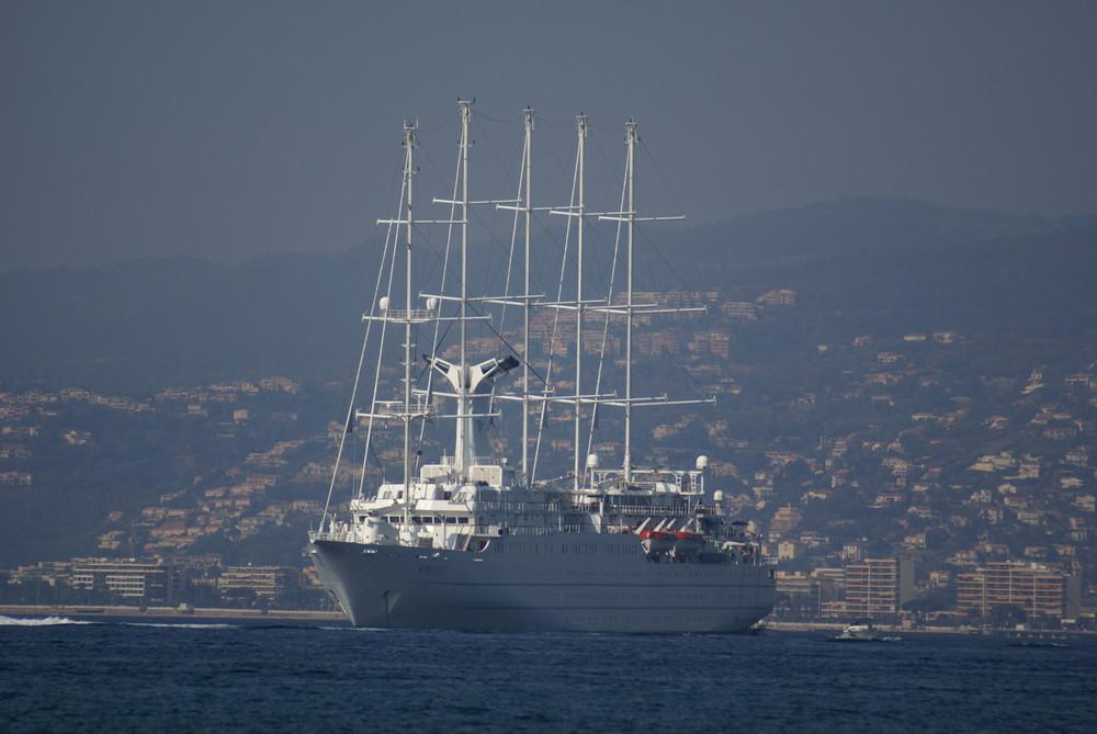 Paquebot à voiles en baie de Cannes