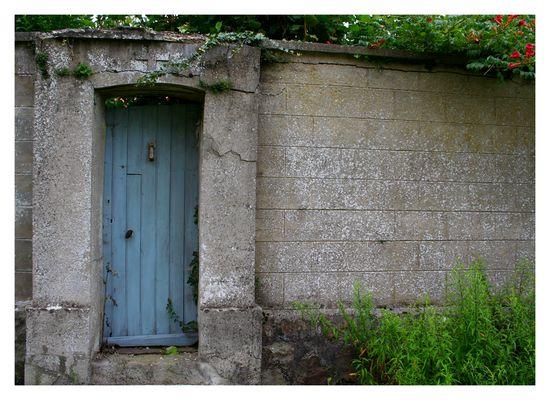 Par la petite porte