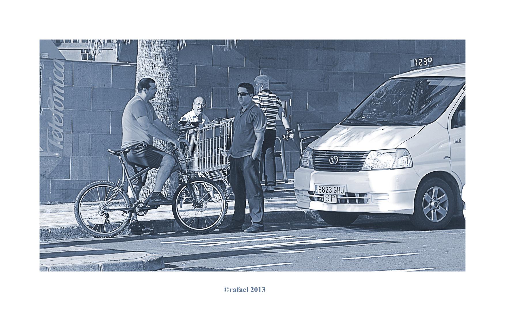 Parado con bici