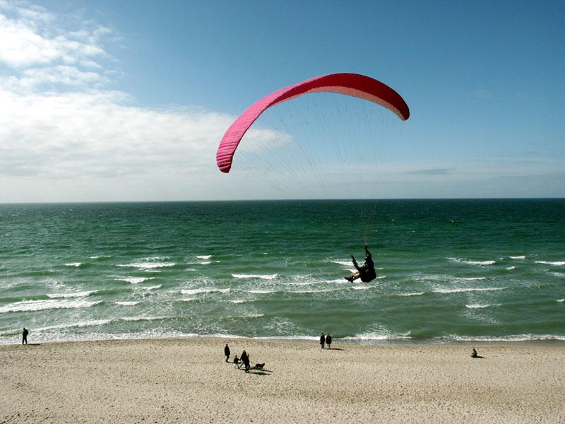 Paraglider am Darßstrand