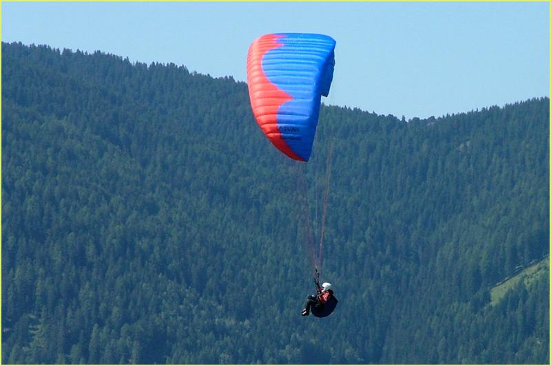 Paraglider im Vorbeiflug