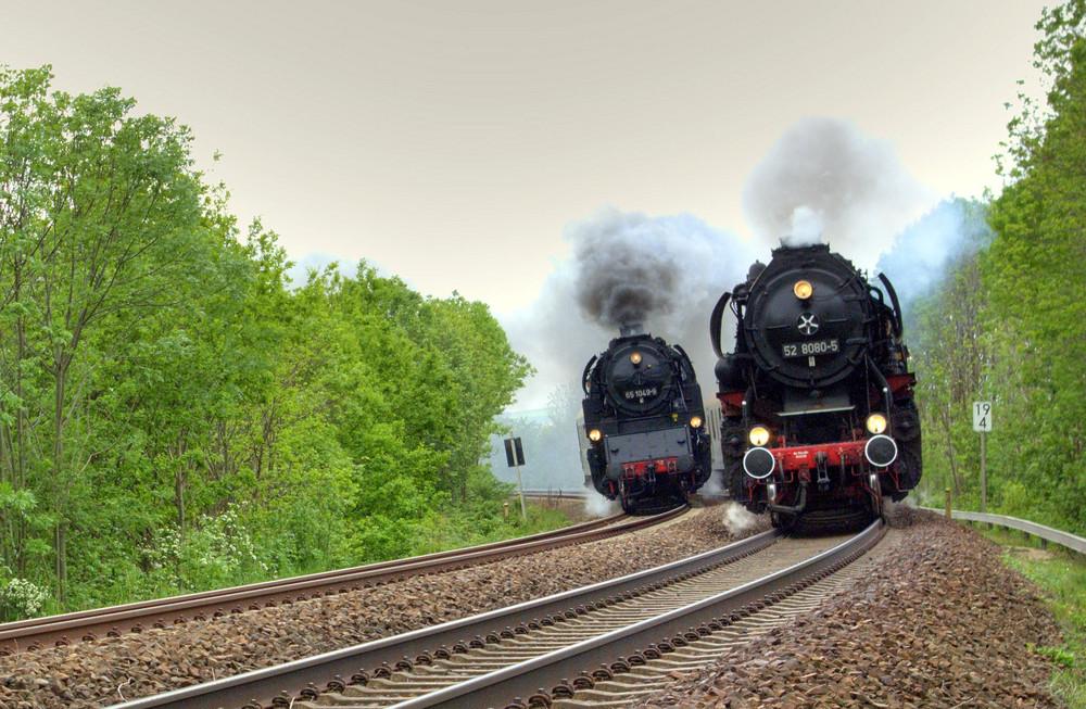 Parallelfahrt mit 2 Dampfloks