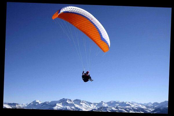 Parapente au saisies, les Alpes France