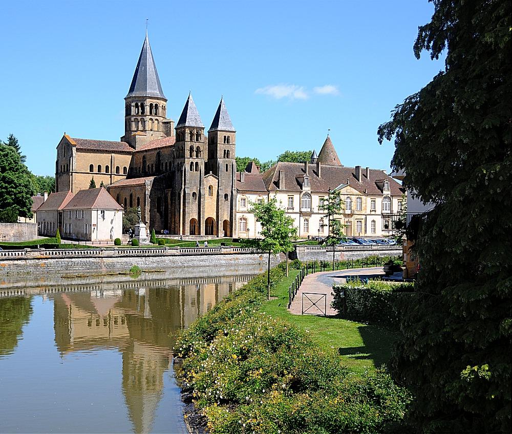 Paray le monial frankreich burgund basilika sacr - Piscine paray le monial ...