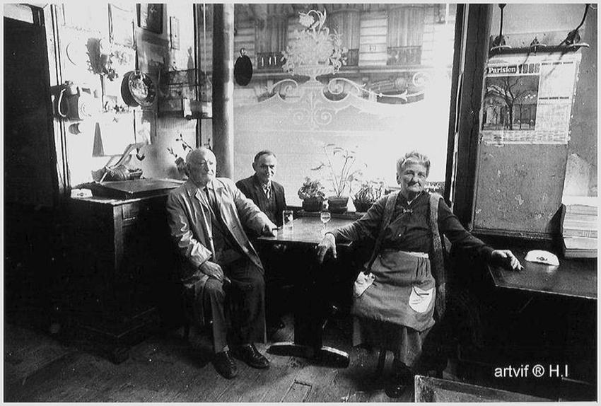 """Paris 8em """"un bar de quartier"""""""