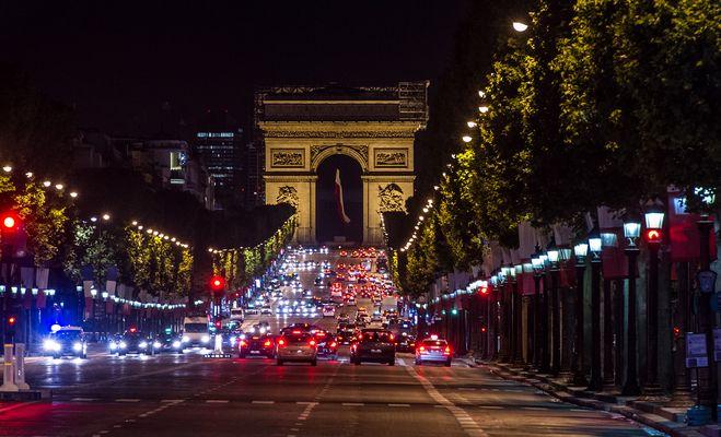 Paris - Arc de Triomphe via Champs Elysees