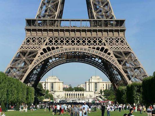 Paris /Eifelturm _Ausschnitt