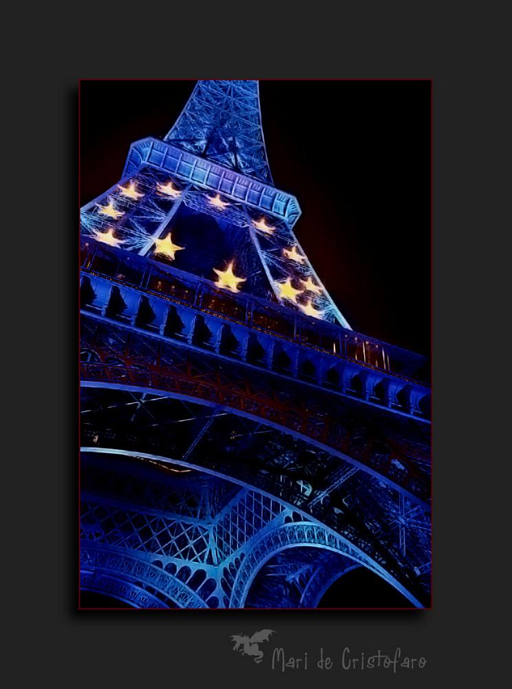 Paris: la tour dans la nuit