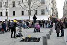 Paris Mars 2011 ( scéne de rue ) Beaubourg