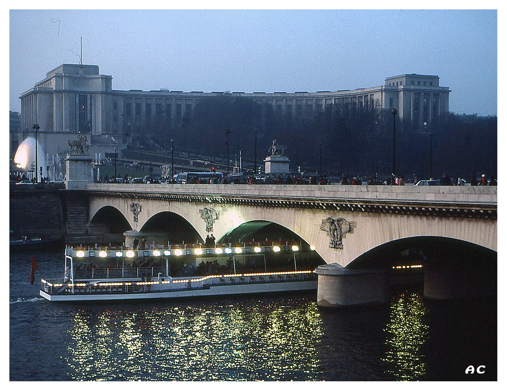 Paris Pont Iena et Palais Chaillot