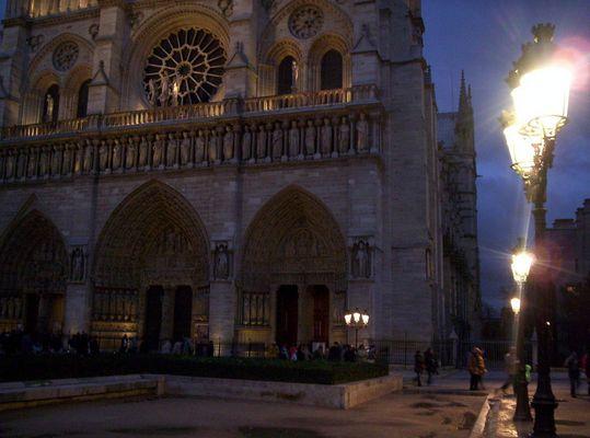 Paris - s leuchtet