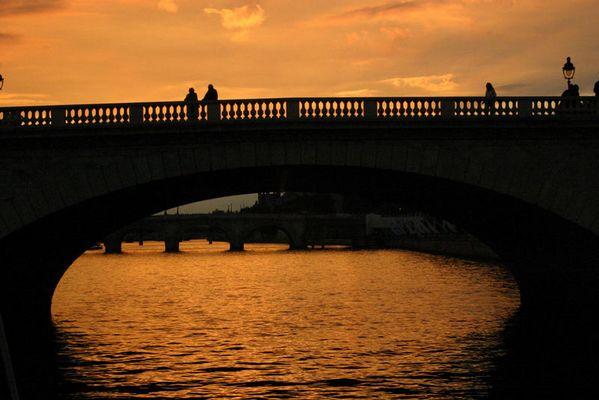 Paris- Seinerundfahrt in der Abenddämmerung (2)