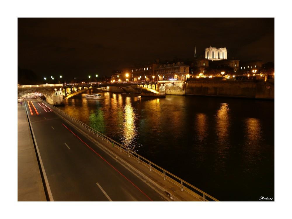 Paris vit toujours...même la nuit !