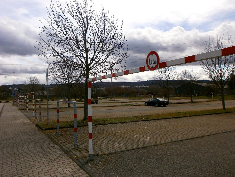 Parkplätze mit Fußballtoren