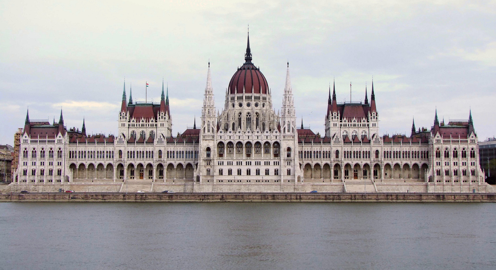 Parlament-Frontal Budapest