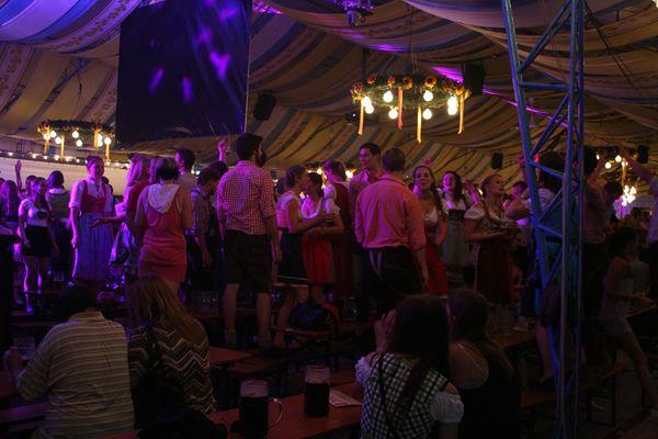 Partytime im Schallerzelt