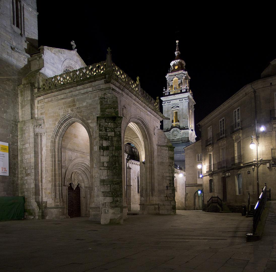Paseando de noche por Lugo