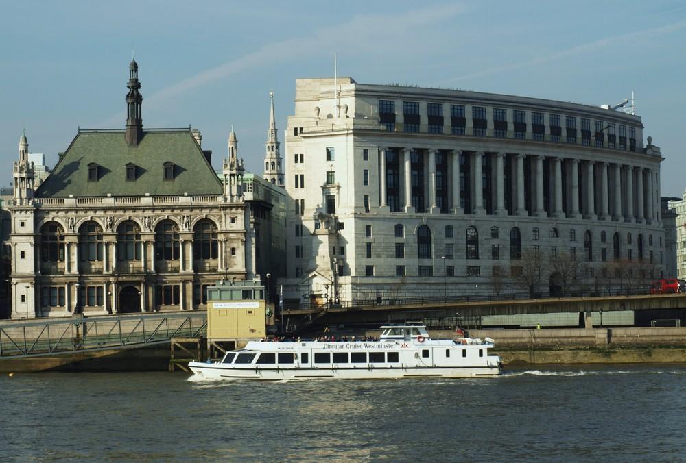Paseando por el rio Londres 2...