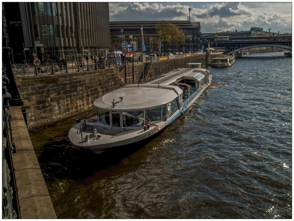 Paseando por el rio Spree (Berlin Alemania)