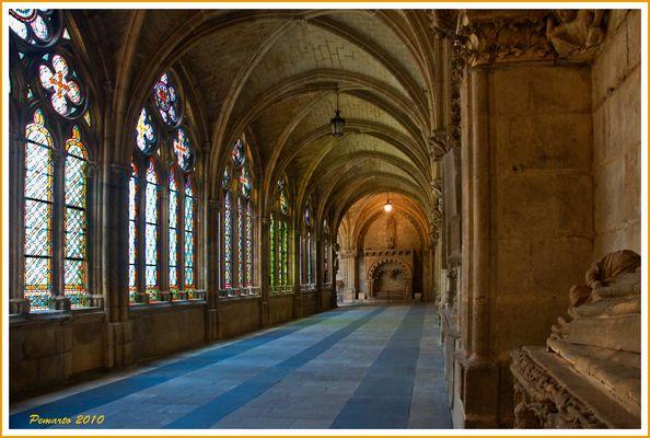Pasillos de la Catedral de Burgos -Dedicada a Ana Iglesias con mi afecto.