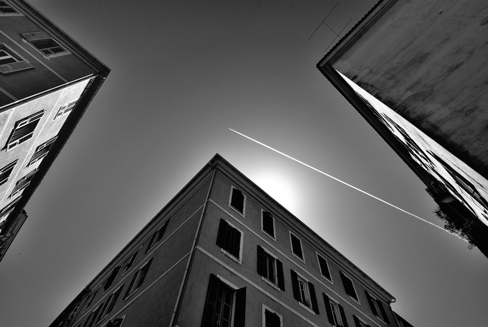 Passage d'avion dans le ciel Ajaccien