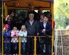 Passagiere auf der Nerobergbahn