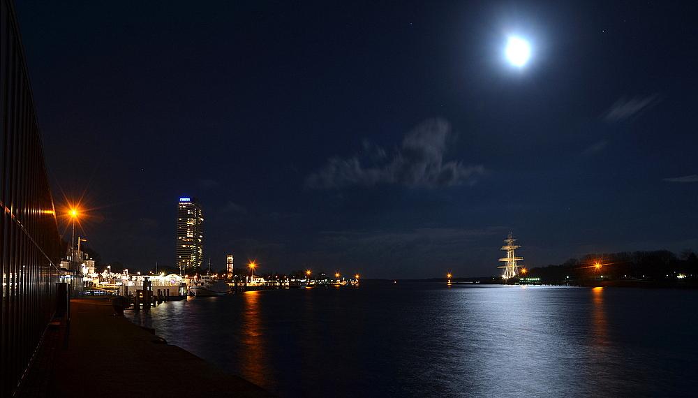 Passat im Mondschein