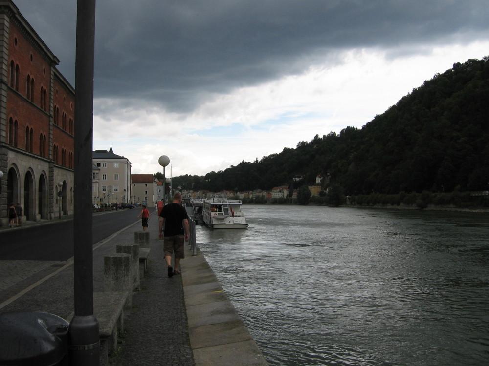 Passau, Donau, Himmel bedeckt