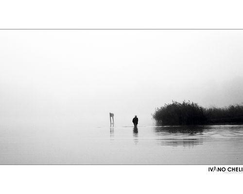 Passeggiando all'alba nel lago