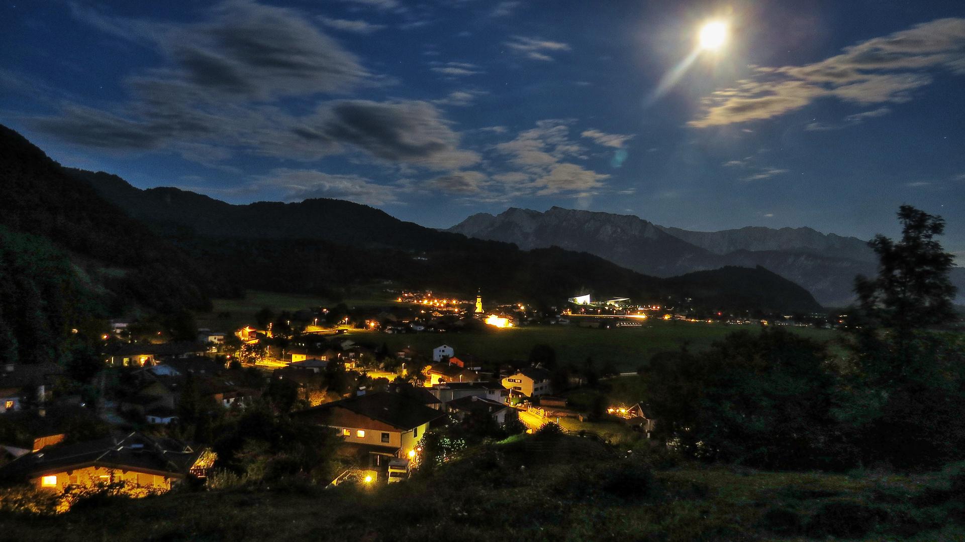 Passionsspielort Erl / Tirol bei Nacht
