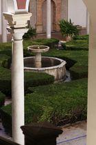 patio de los bojes. fuente