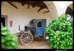 Patio del Pazo de Tor. Uno de los múltiples carruajes. Monforte de Lemos.