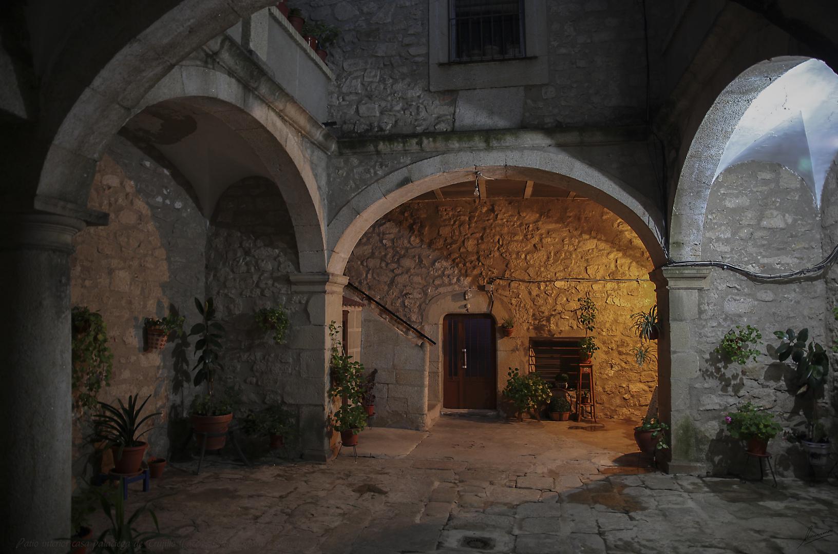 Patio interior casa palaciega de Trujillo (Cáceres Extremadura España)