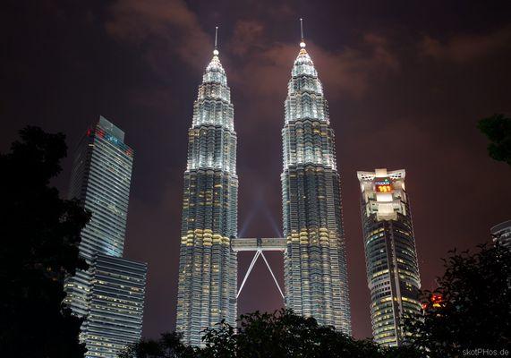 Patronas Towers at night
